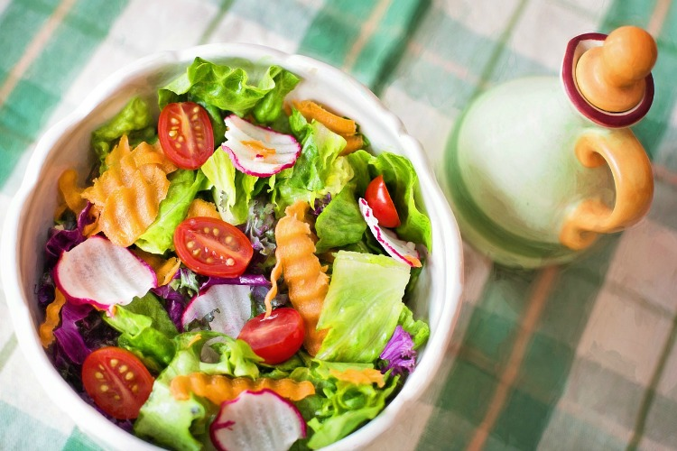 eat-rainbow-salad